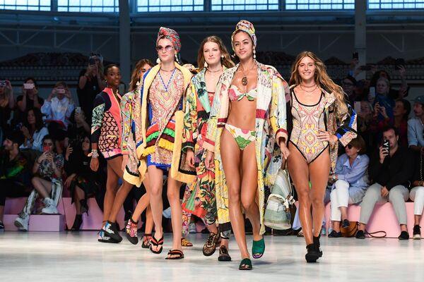 Показ коллекции Etro в рамках Недели моды в Милане