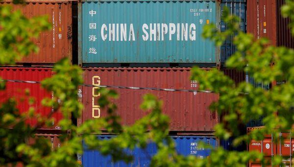 Контейнер c товарами из Китая в порту Бостона, США. Архивное фото