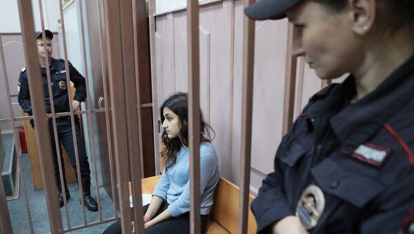 Одна из сестер Хачатурян в зале Басманного суда Москвы. Архивное фото