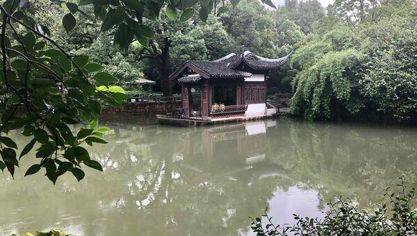 Парк у озера Сиху, Ханчжоу, Китай