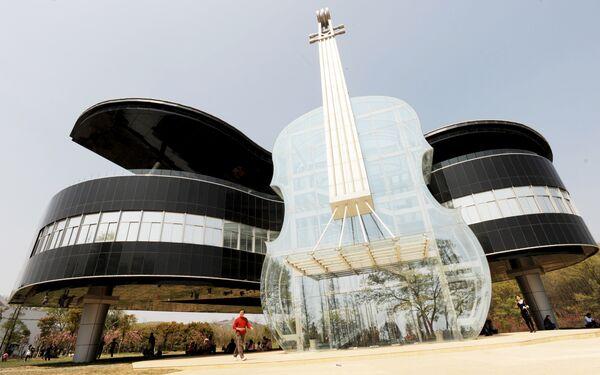 Дом-рояль со скрипкой, Хуайнань, Китай