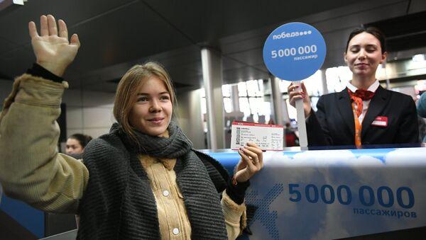Студентка МГЮА Полина Казаева, ставшая пяти миллионным пассажиром авиакомпании Победа