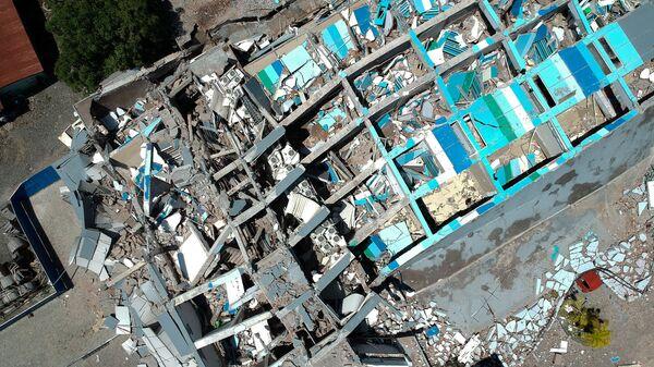 Развалины десятиэтажного отеля в Палу на острове Сулавеси, после сильного землетрясения, Индонезия. 30 сентября 2018