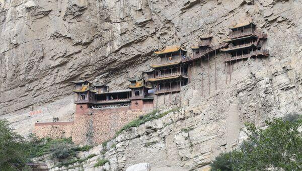 Сюанькун-сы (Висячий монастырь) в окрестностях Датуна, Китай
