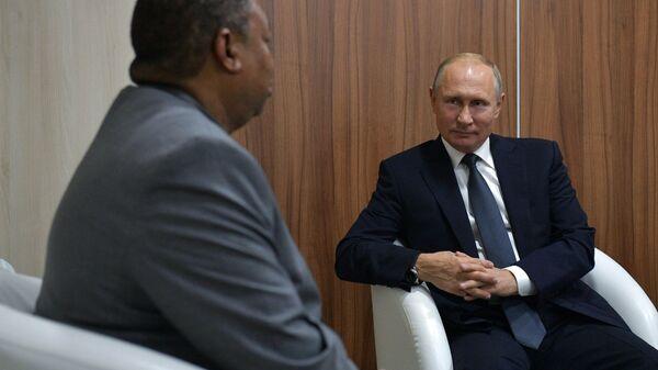 Президент РФ Владимир Путин во время встречи с генеральным секретарем ОПЕК Мохаммедом Сануси Баркиндо