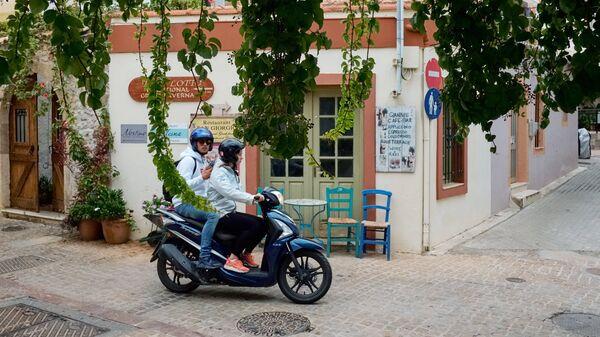 Инструктор рассказал, как не попасть в ДТП на мопеде и скутере