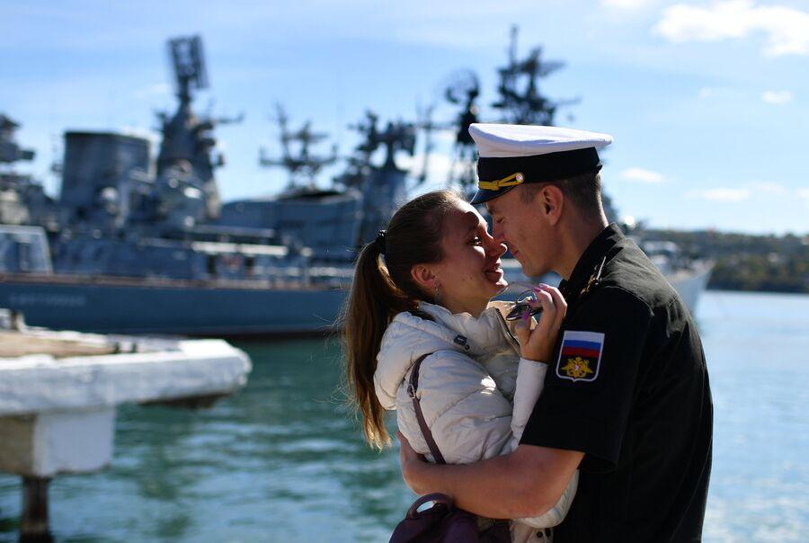 Церемония торжественной встречи фрегата Черноморского флота Адмирал Макаров, прибывшего в Севастополь после выполнения задач в Средиземном море
