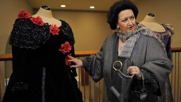 Оперная певица Монсеррат Кабалье на открытии выставки, посвященной 50-летию ее дебюта на сцене Gran Teatre del Liceu в Барселоне. 3 января 2012