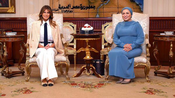 Супруга президента США Меланья Трамп с супругой президента Египта Интисар ас-Сиси в Каире