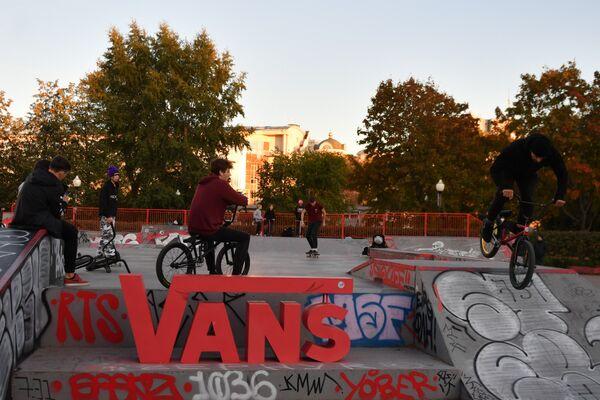 Зона для скейтеров Vans в Парке Горького