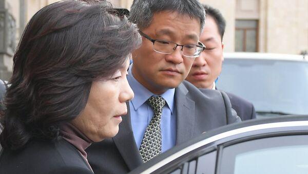 Заместитель министра иностранных дел КНДР Цой Сон Хи, курирующая вопросы ядерного разоружения, у здания МИД РФ. 8 октября 2018
