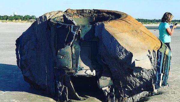 Неопознанный цилиндрический объект на пляже Южной Каролины