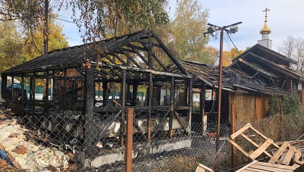 На месте пожара во временном деревянном храме в честь иконы Божией Матери Умягчение злых сердец и воскресной школе в Ухтомке