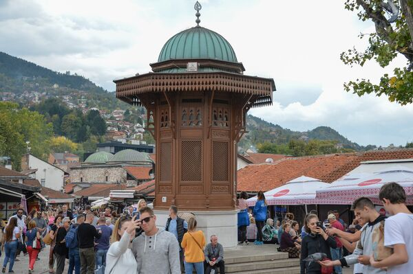 Турецкий Себиль - питьевой фонтанчик на площади Башчаршия на улице старого города в Сараево