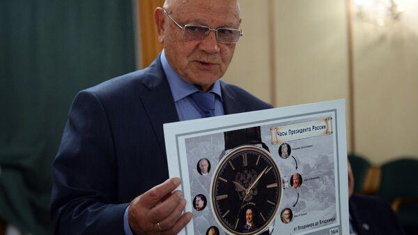 Генерал-майор авиации, член союза художников России Владимир Джанибеков во время оглашения финалистов конкурса дизайна часов Часы для президента