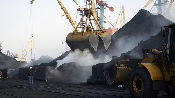 Разгрузка угля. Архивное фото
