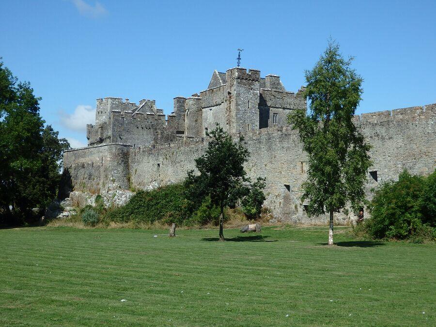 Замок в городе Кэйр в Ирландии