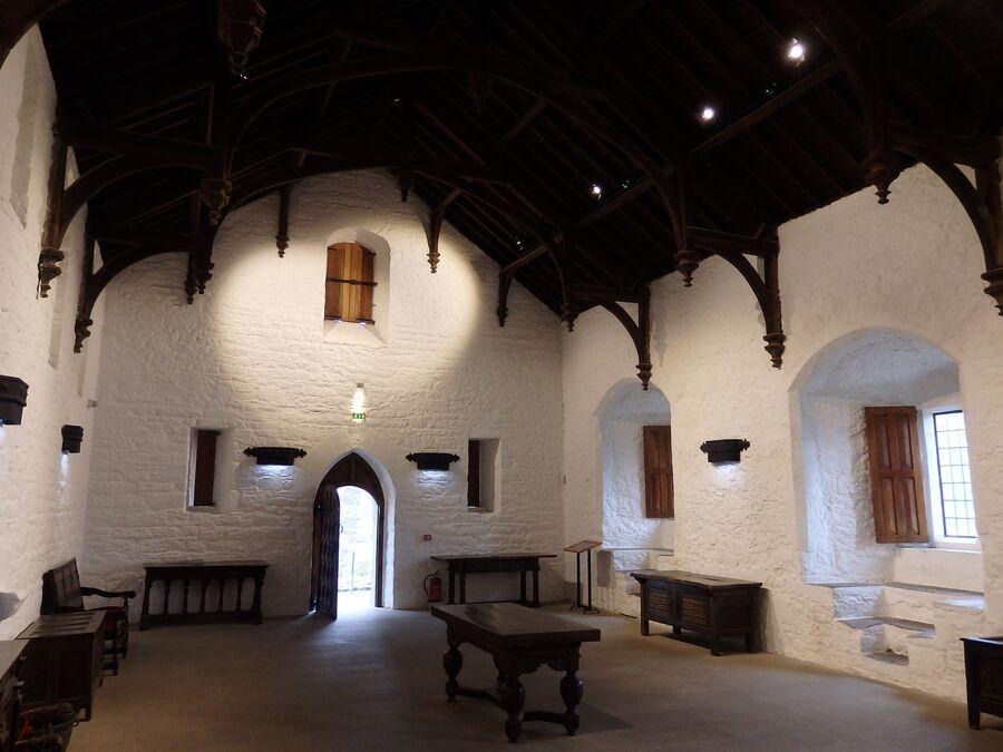 Внутри замка в Кэйре
