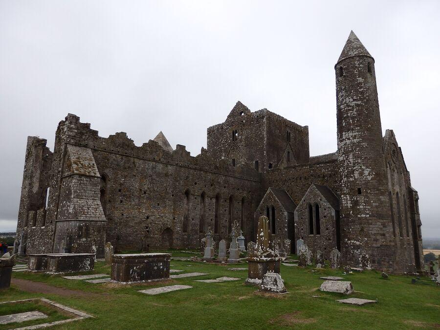 Замок-скала Кашел в Ирландии