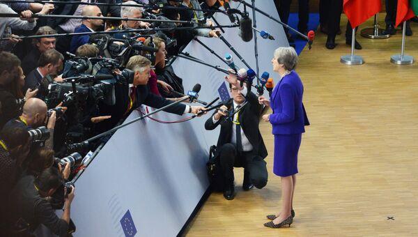 Премьер-министр Великобритании Тереза Мэй отвечает на вопросы журналистов на саммите ЕС в Брюсселе. 18 октября 2018