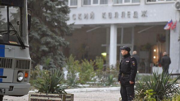 Здание Политехнического колледжа в Керчи после нападения. Архивное фото