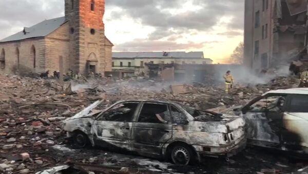 Пожарно-спасательные подразделения МЧС РФ на заводе пиротехники Авангард в Гатчине. Архивное фото