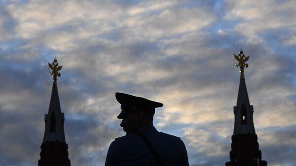 Военнослужащий во время генеральной репетиции церемонии открытия фестиваля Спасская башня