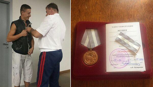 Руслана Мелиева награждают медалью За содействие