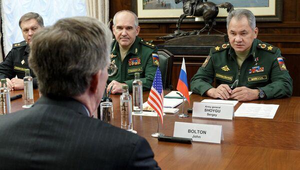 Министр обороны РФ Сергей Шойгу во время встречи с советником президента США Джоном Болтоном. 23 октября 2018