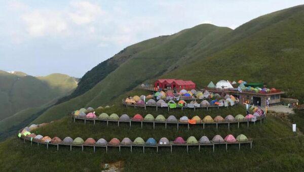 Рекорд Гиннеса по самой длинной линии из палаток установлен в Китае
