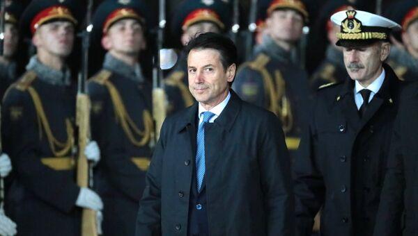 Премьер-министр Италии Джузеппе Конте в аэропорту Внуково-2. 23 октября 2018