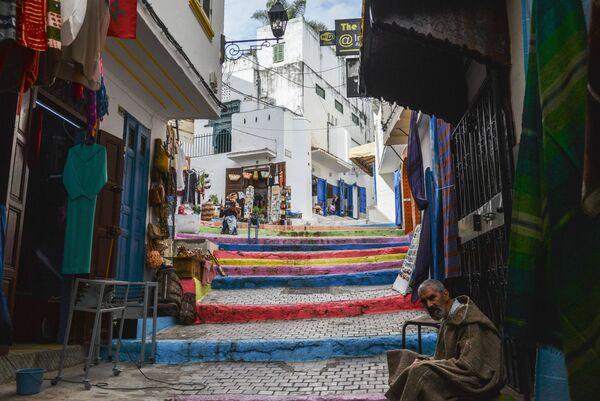 Мужчина на одной из улиц Старого города в Танжере