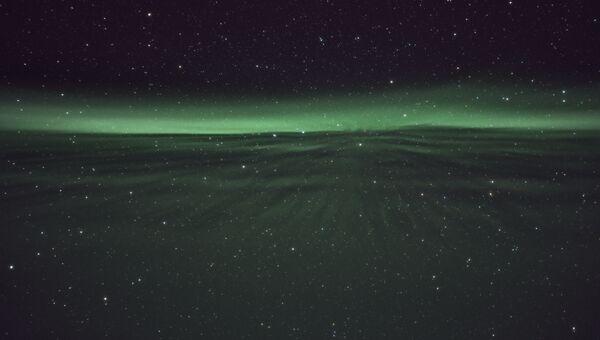 Работа фотографа Nicolas Lefaudeux Speeding on the Aurora lane. Конкурс Insight Astronomy Photographer of the year 2018