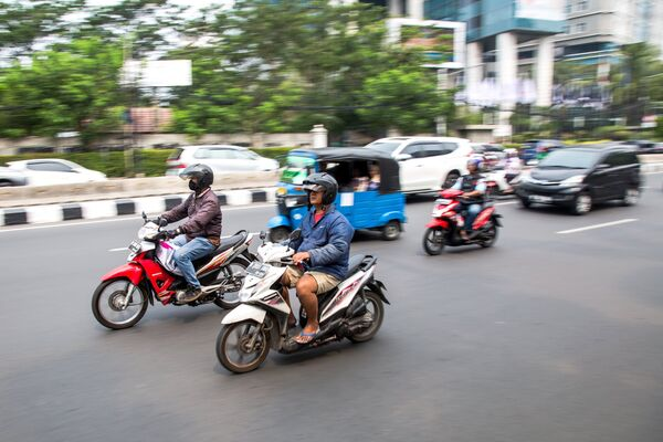 Мотоциклисты на улице Джакарты