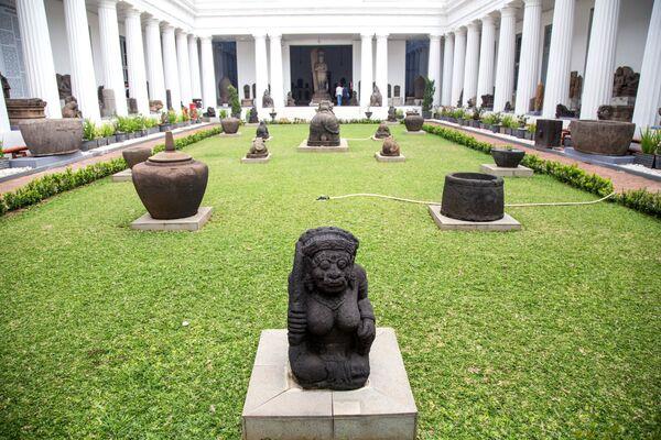 Экспонаты Национального музея Индонезии