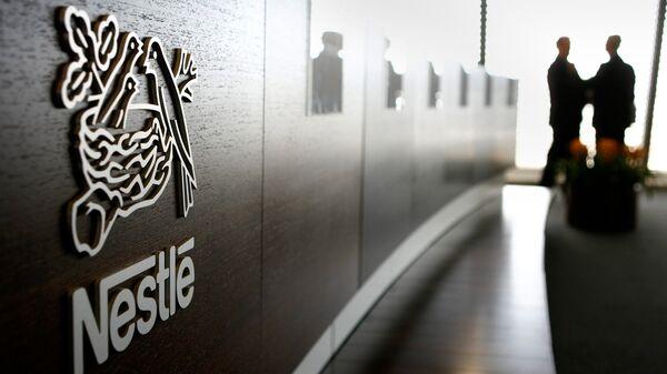 Логотип компании Nestle. Архивное фото