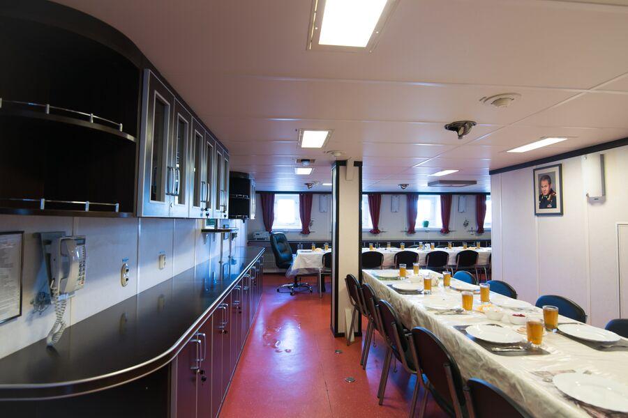 В кают-компании фрегата Адмирал Макаров