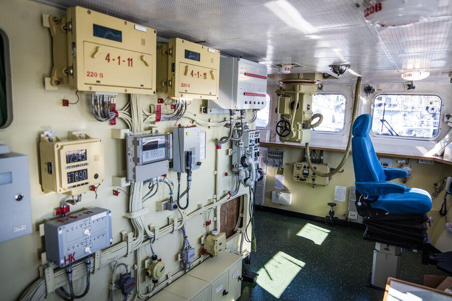 Интерьер ходового мостика фрегата Адмирал Макаров