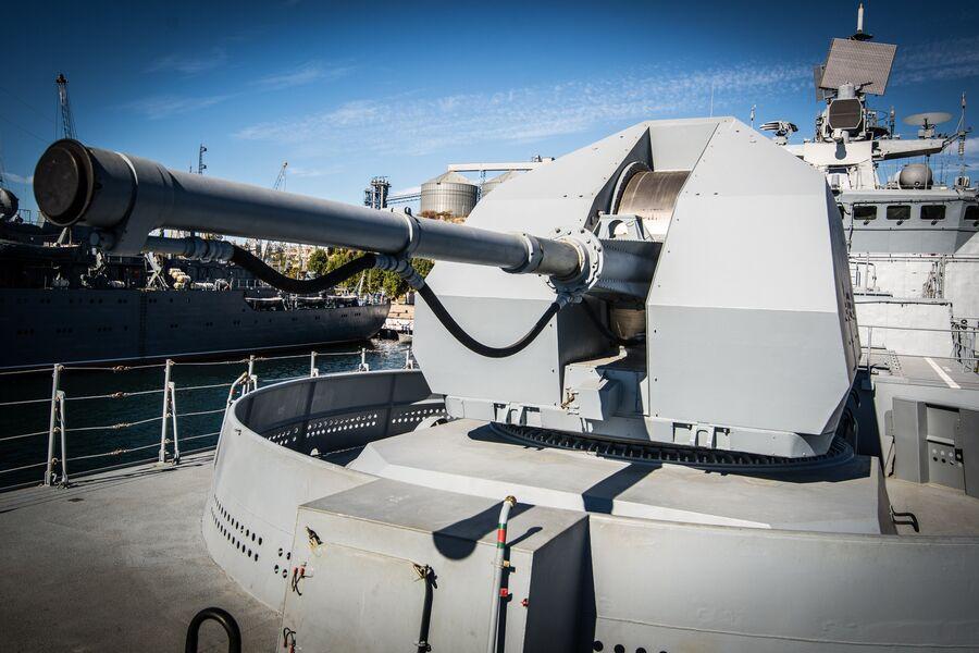 Носовая артиллерийская установка А-190 на фрегате Адмирал Макаров