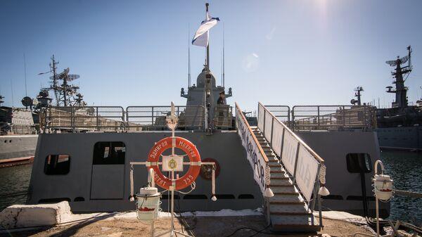Фрегат Адмирал Макаров у стенки базы ЧФ в Севастополе