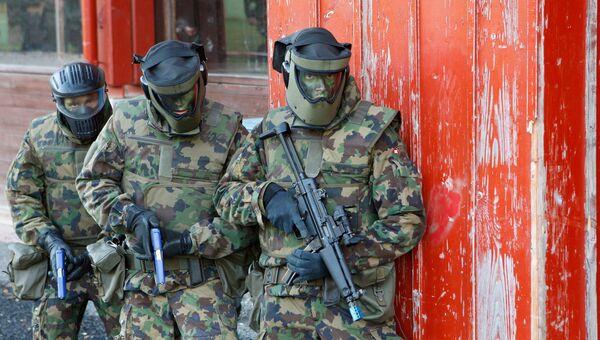 Военнослужащие швейцарской армии во время учений. Архивное фото