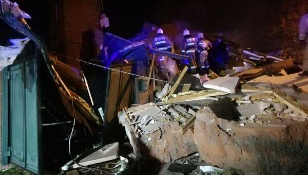 Спасатели на месте взрыва бытового газа в частном доме в Самаре. 25 октября 2018