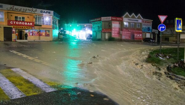 Улица в Туапсе, подтопленная в результате сильных дождей