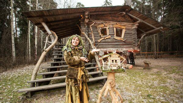 Кикимора Вятская в своей резиденции в парке Заповедник сказок в Кирове