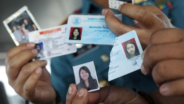 Личные вещи пассажиров, найденные на месте крушения пассажирского самолёта Boeing 737 авиакомпании Lion Air