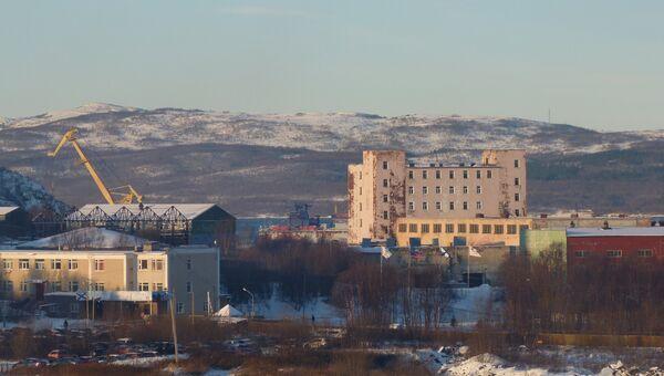 Вид на 82-ой судоремонтный завод в Мурманске. 30 октября 2018