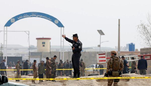 Силы безопасности осматривают место теракта в Кабуле, Афганистан. 31 октября 2018