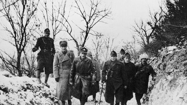 Советские и румынские офицеры во время боев за освобождение Чехословакии