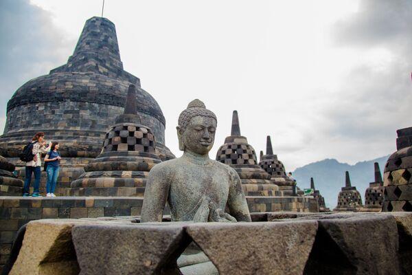Буддийский храмовый комплекс Борободур на острове Ява