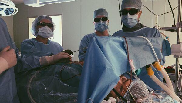 Специалисты Национального медицинского исследовательского центра имени Е. Н. Мешалкина в Новосибирске выполнили полностью эндоскопическую операцию пациенту с патологией митрального клапана сердца